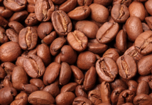De zoete geur van gebrande koffie